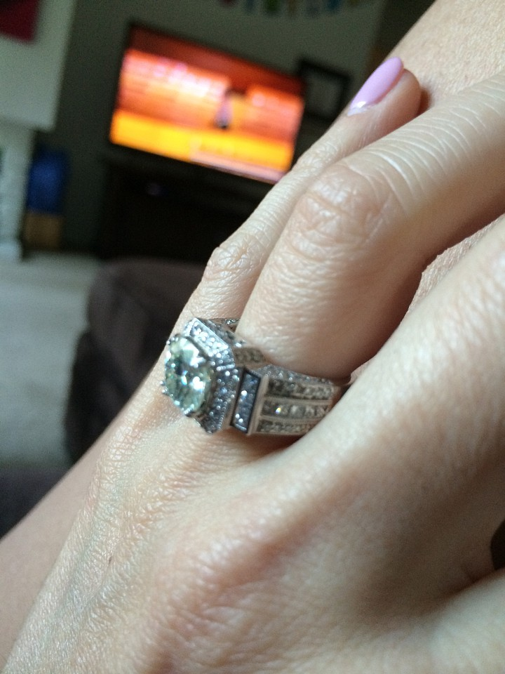 Gorgeous Cushion Cut Engagment/Wedding