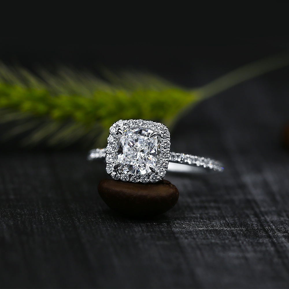 Charming Engagement Ring with