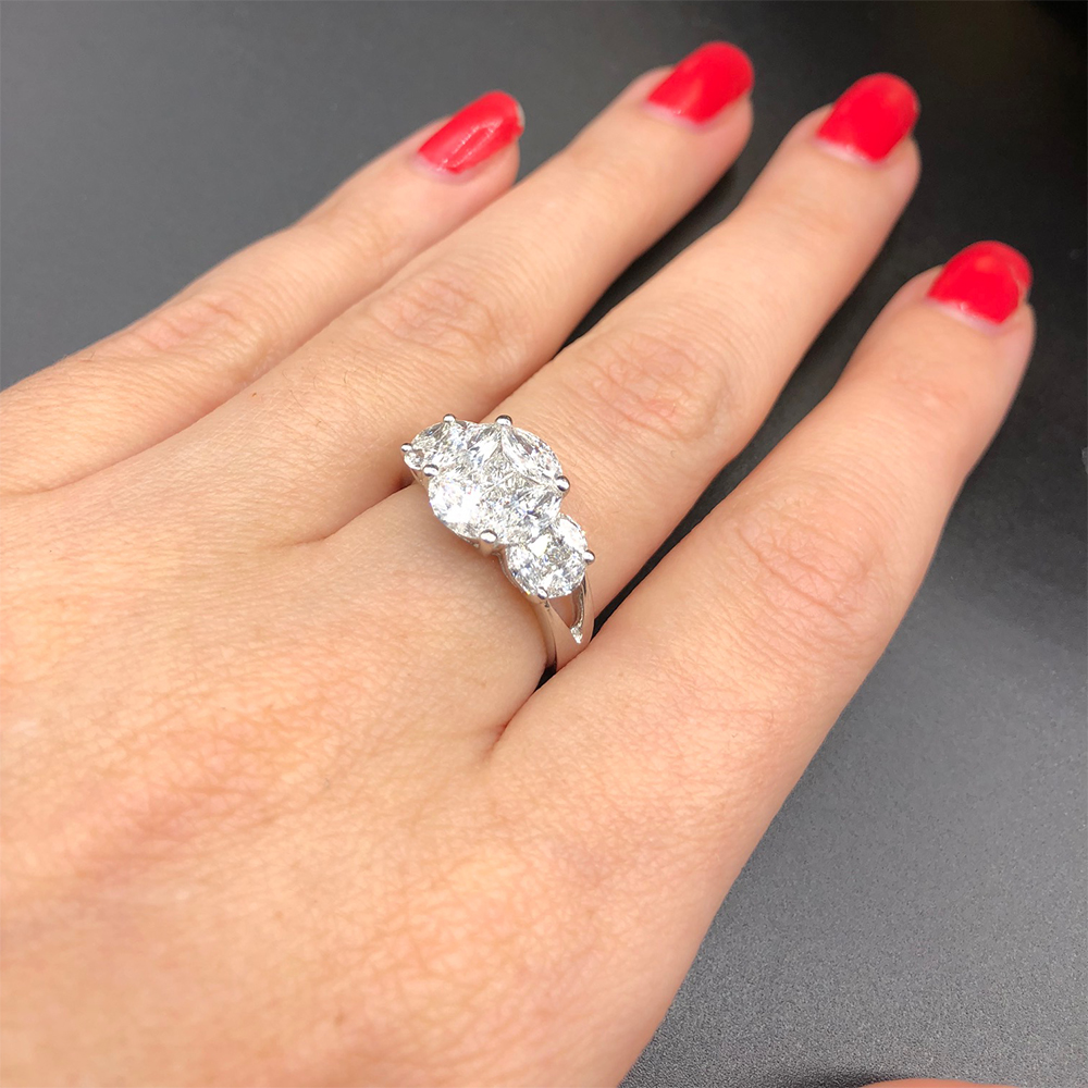 Engagement Ring with 2.05ct