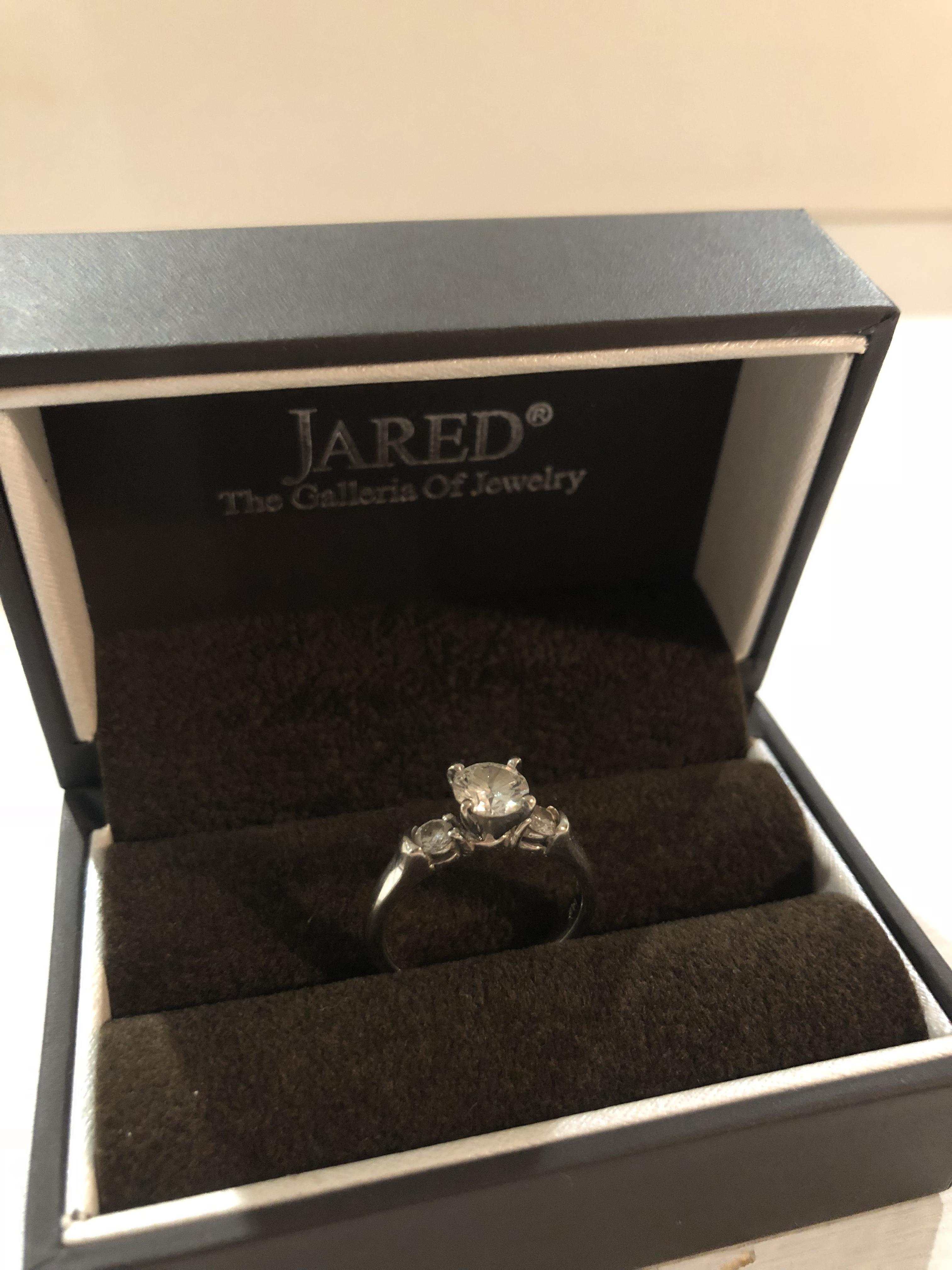 Jared Three Stone 1 04ct Round Cut Engagement Ring I Do Now I Don T