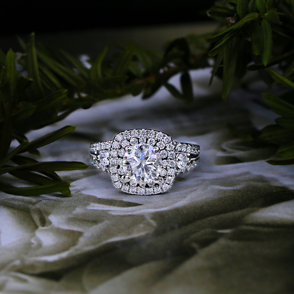 Gorgeous Engagement Ring with