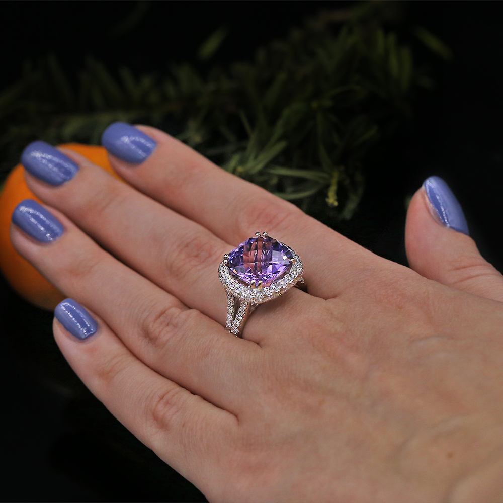 Fashion ring features