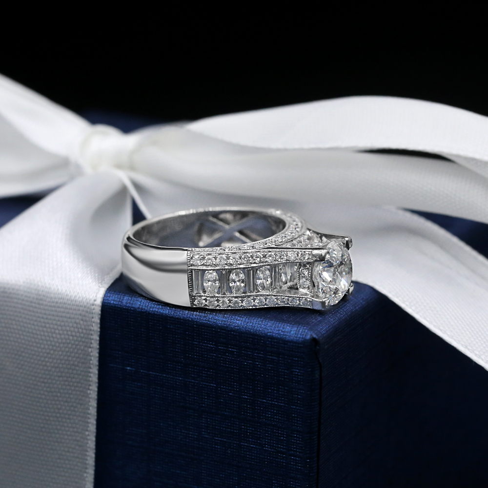 Engagement ring with 3.53