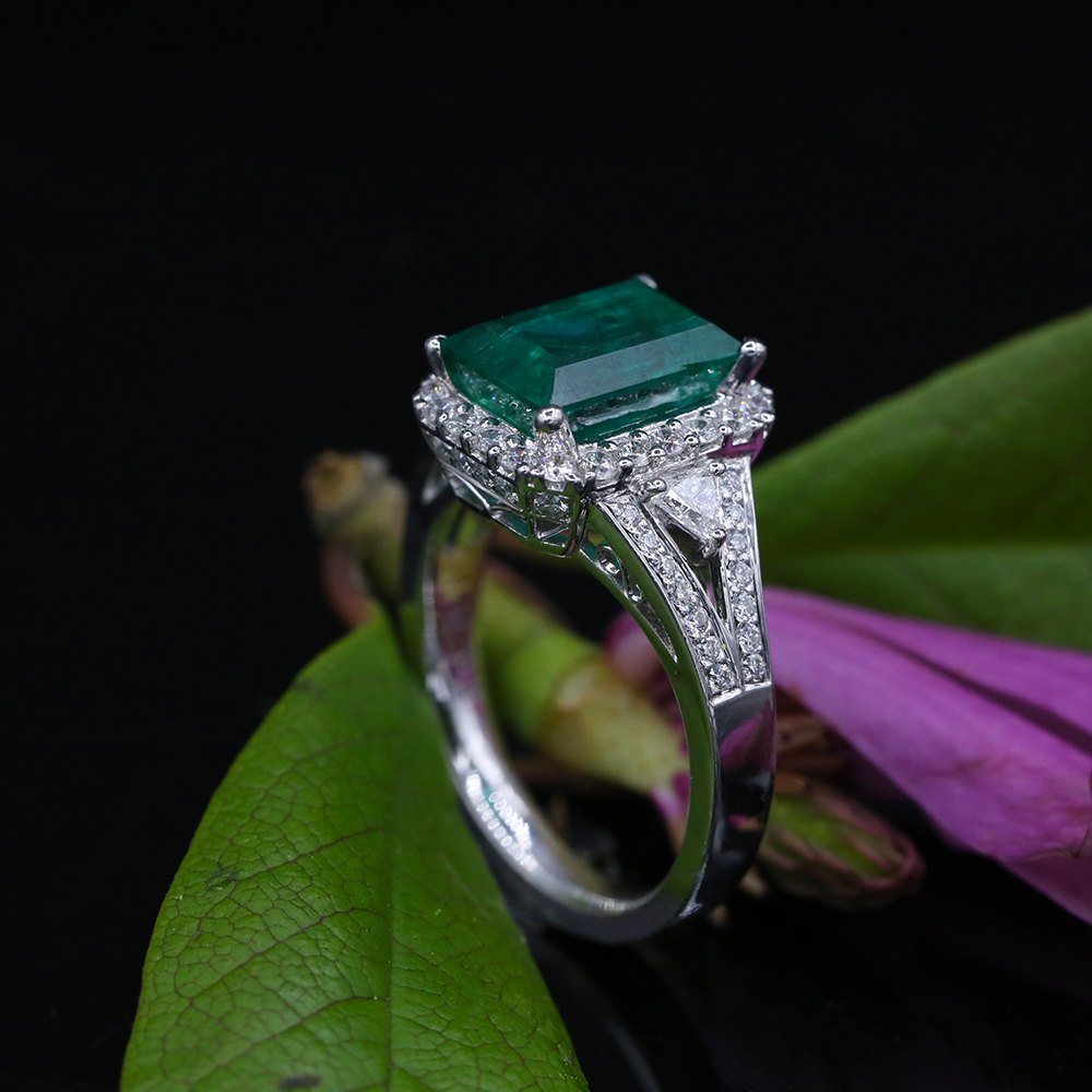 47e943d0164 18k White Gold Cocktail Ring featured with 3.37ct Green Emerald and ...