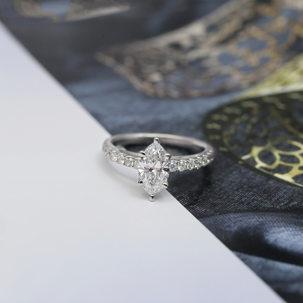 18k White Gold Marquise
