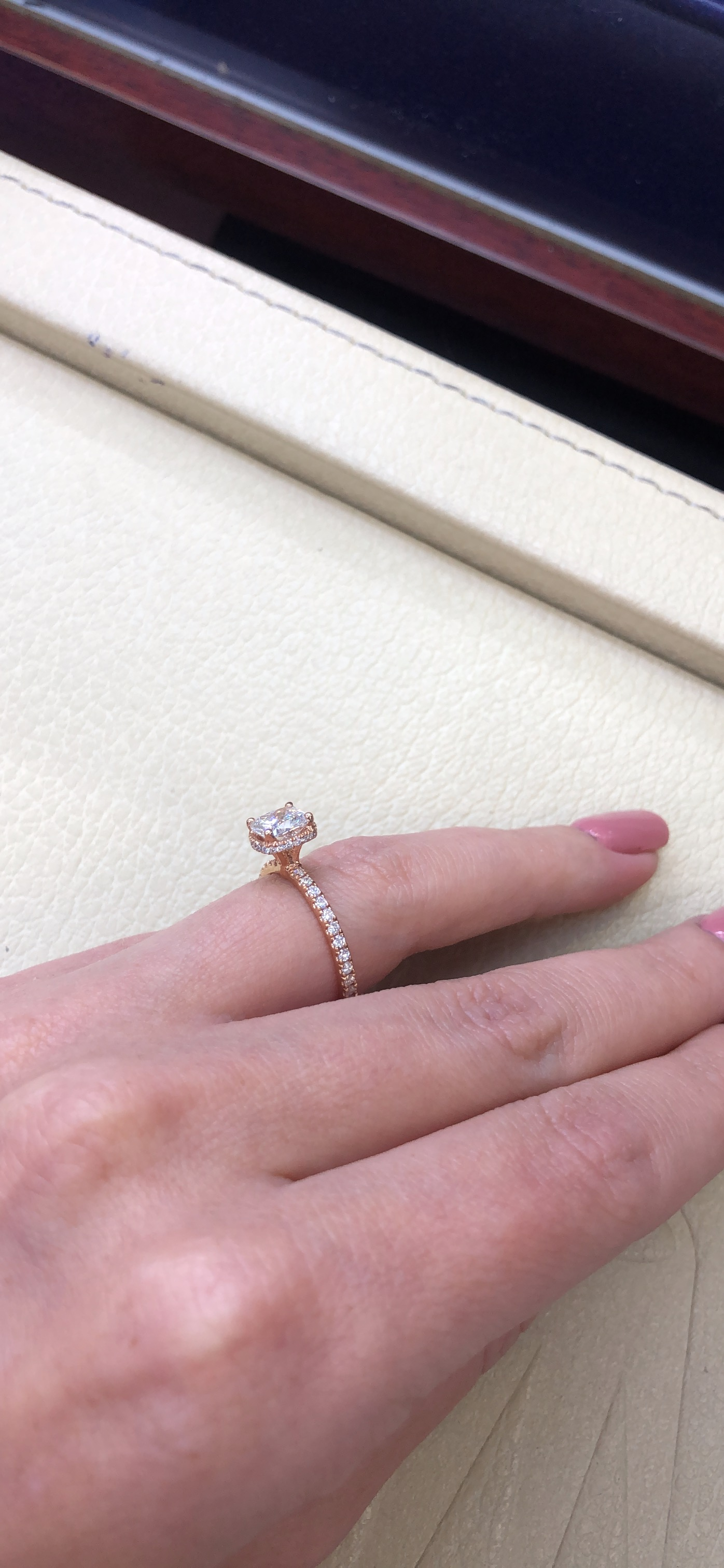 Rose gold engagement ring_video