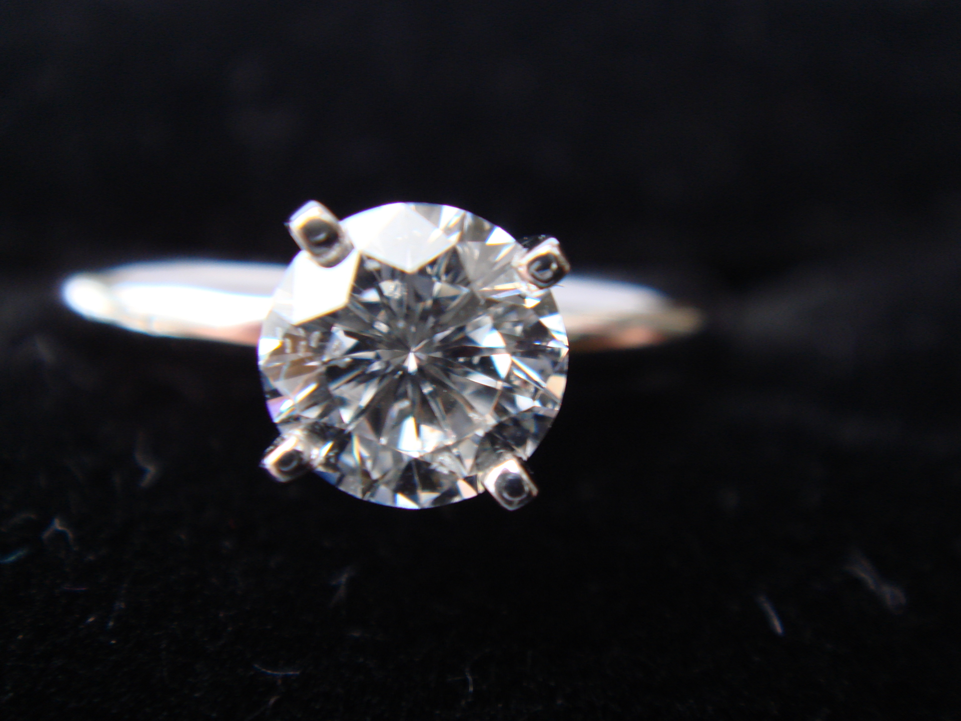 LEO Diamond solitaire, Round