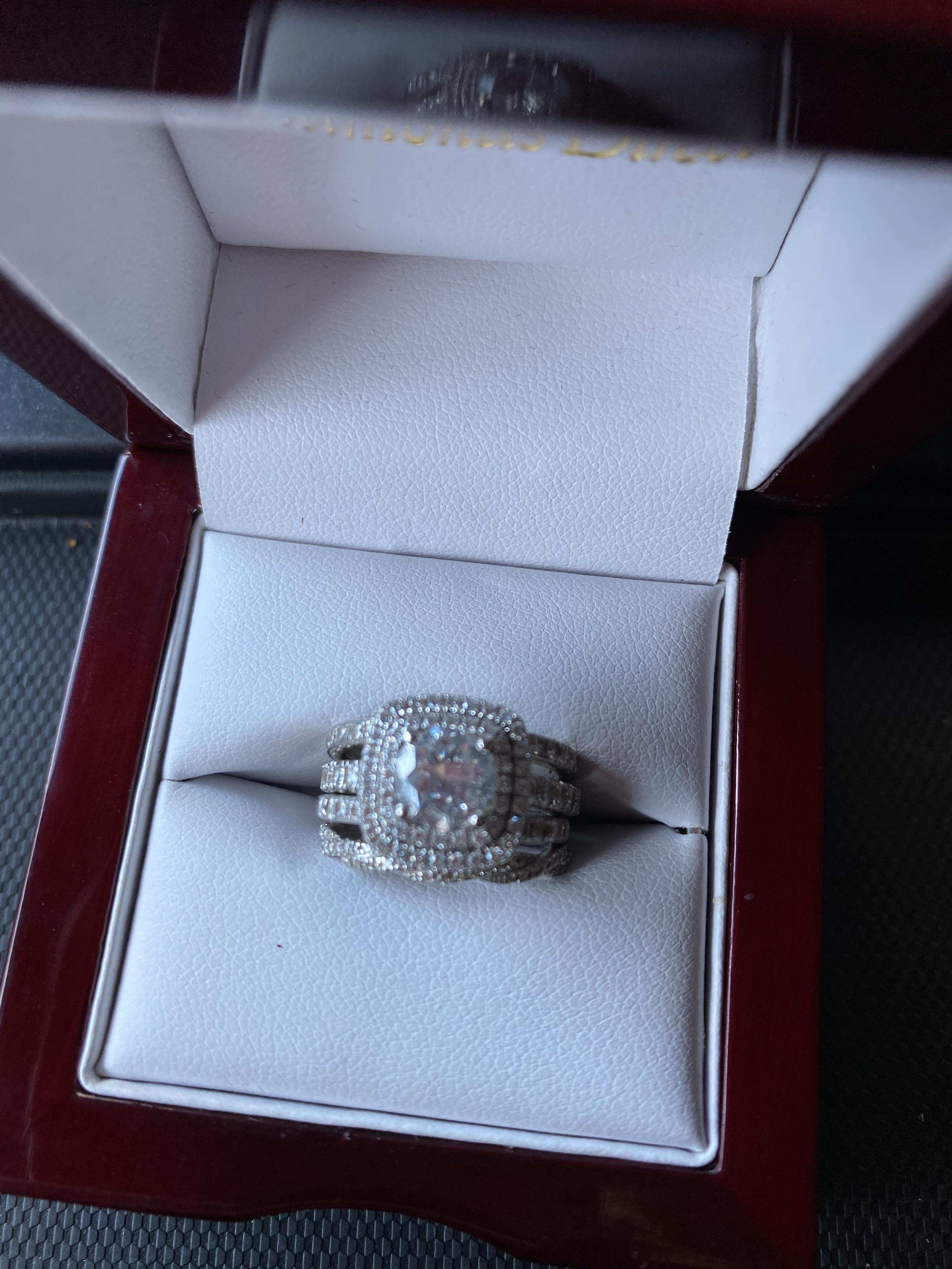 Diamonds Direct 14kt white