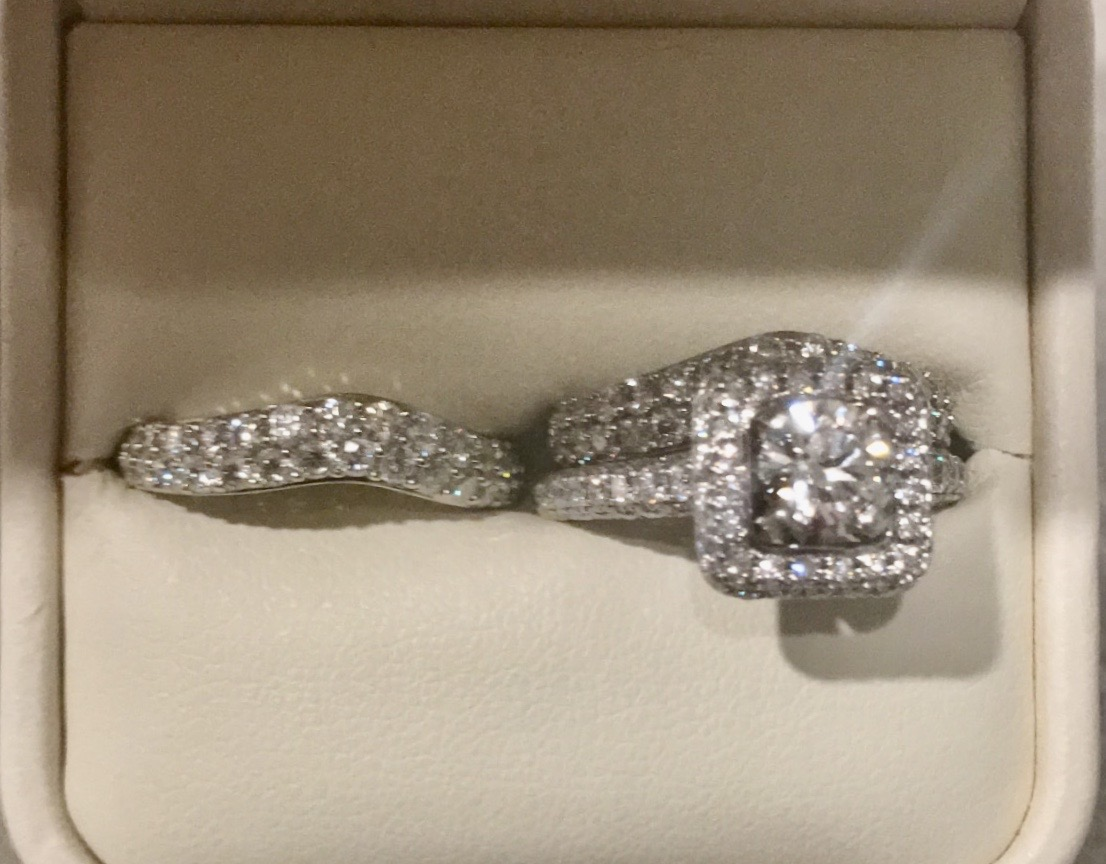 Engagement ring w/ 2