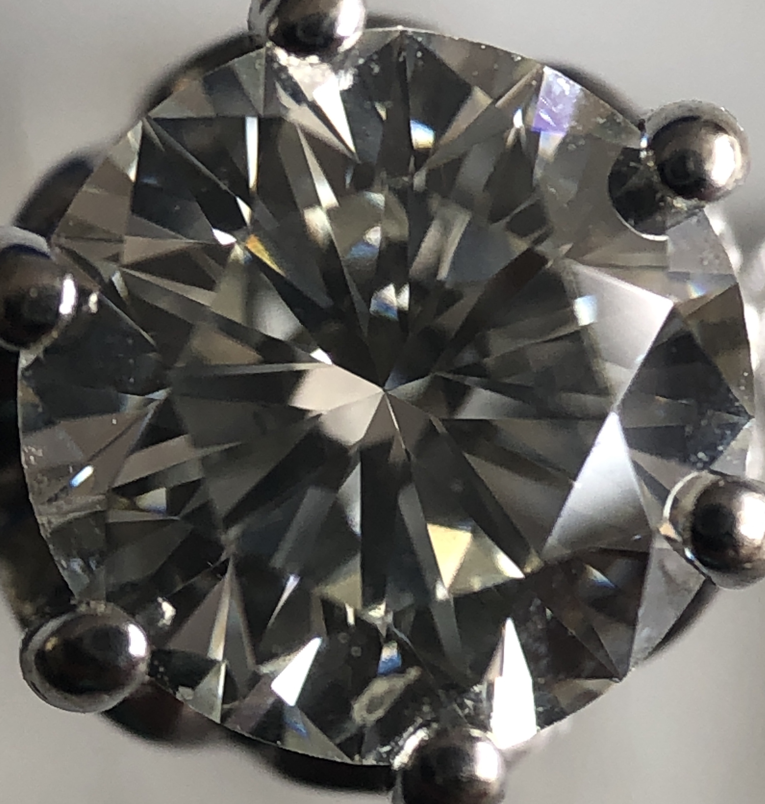 IGI Certified 1.0ct Round