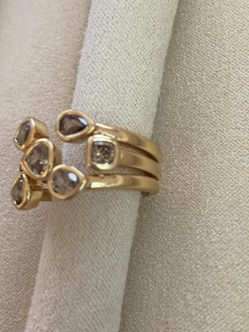 Diamond cluster ring with
