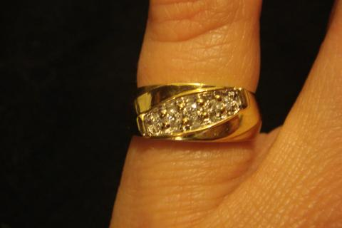 14k Wedding Band with