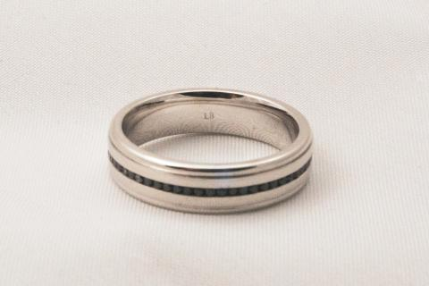 18kt White Gold Black