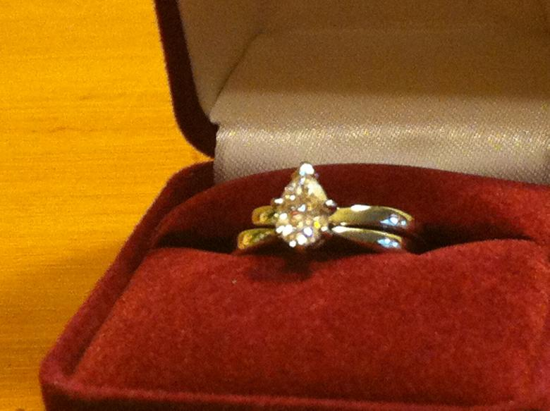 Approx 1 Carat Pear Shaped Diamond Engagement Ring And Wedding Band Set