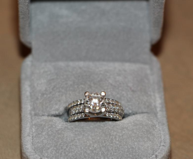 diamond big and beautiful singles The solitaire diamond set the benchmark for the most beautiful and her 331-carat engagement ring from richard burton is estimated to be the single most.