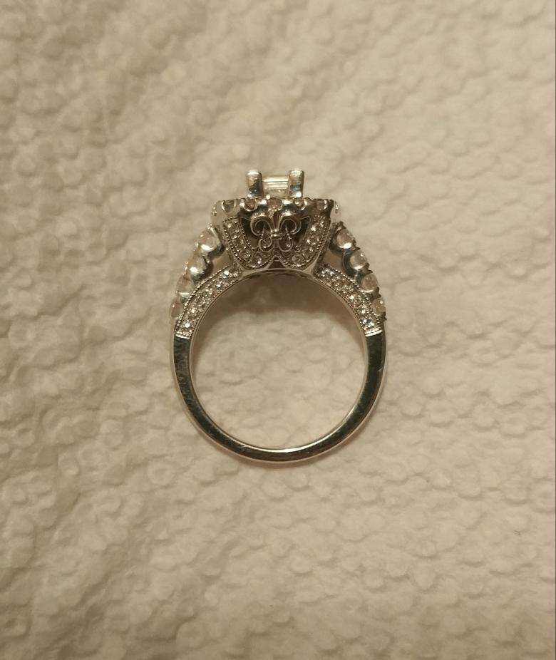 La s Stamped 585 14 Karat White Gold Diamond Halo Style Engagement Ring P