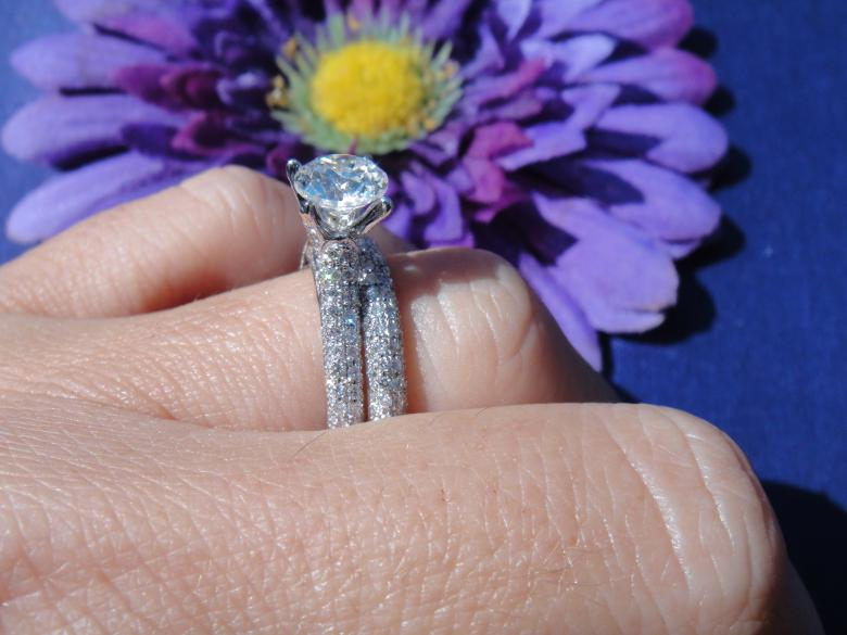 2.00 Pave set with
