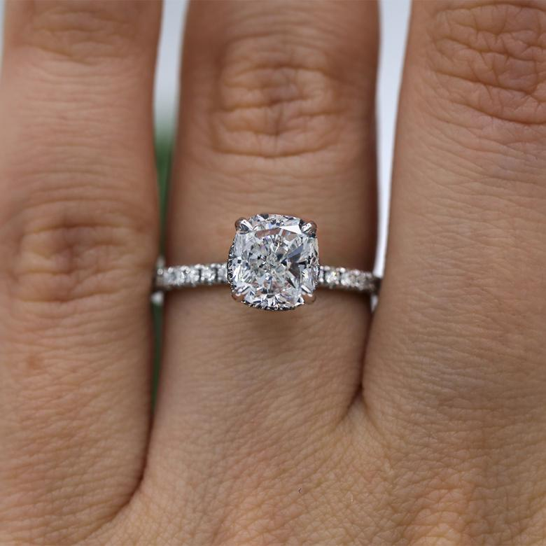 Classic Engagement Ring with