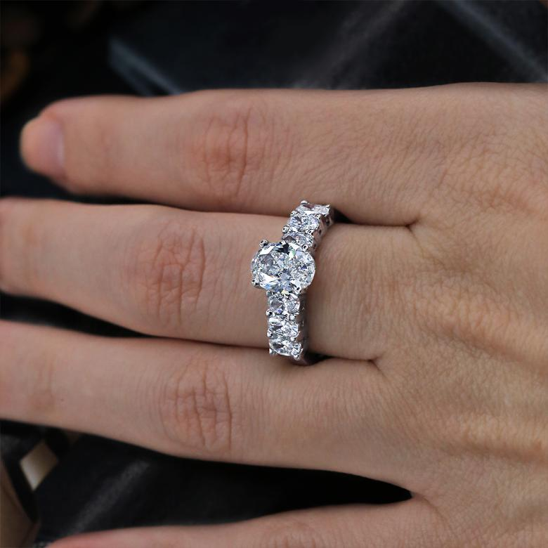 Engagement ring with 2.95
