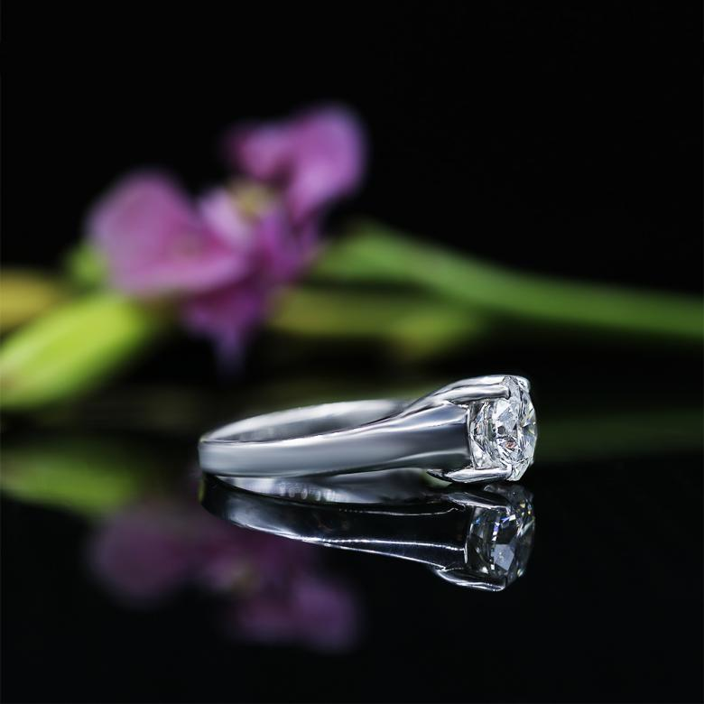 Classic Engagement Ring features
