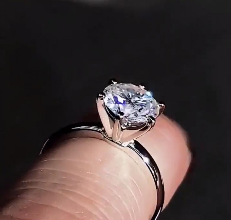 Custom Engagement Ring Round