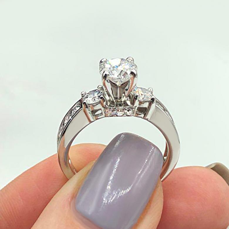 Engagement Ring features 1.00