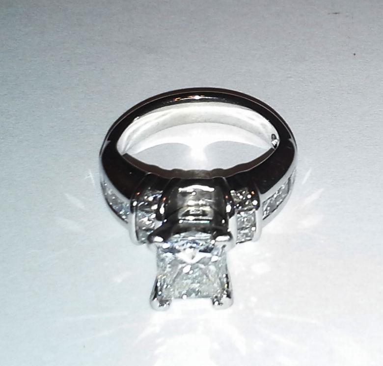 3.09 ct total weight