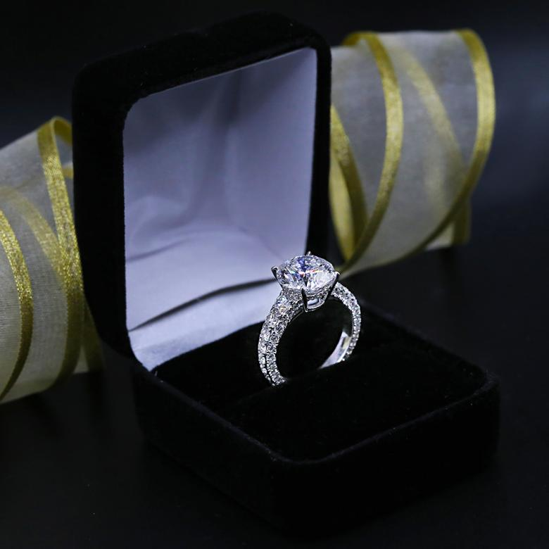 Amazing Engagement ring 5.27