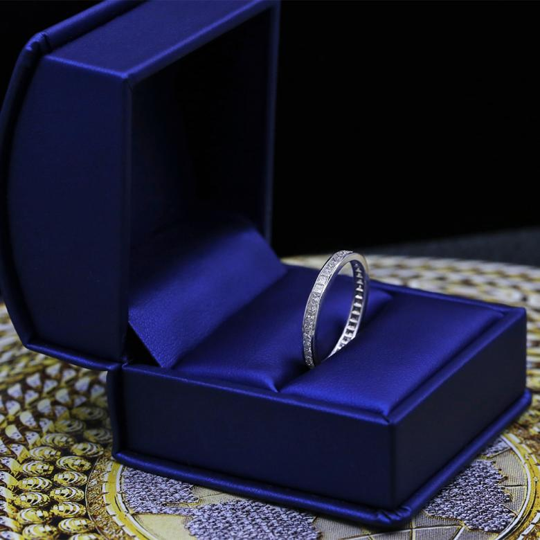Elegant White Gold Diamond