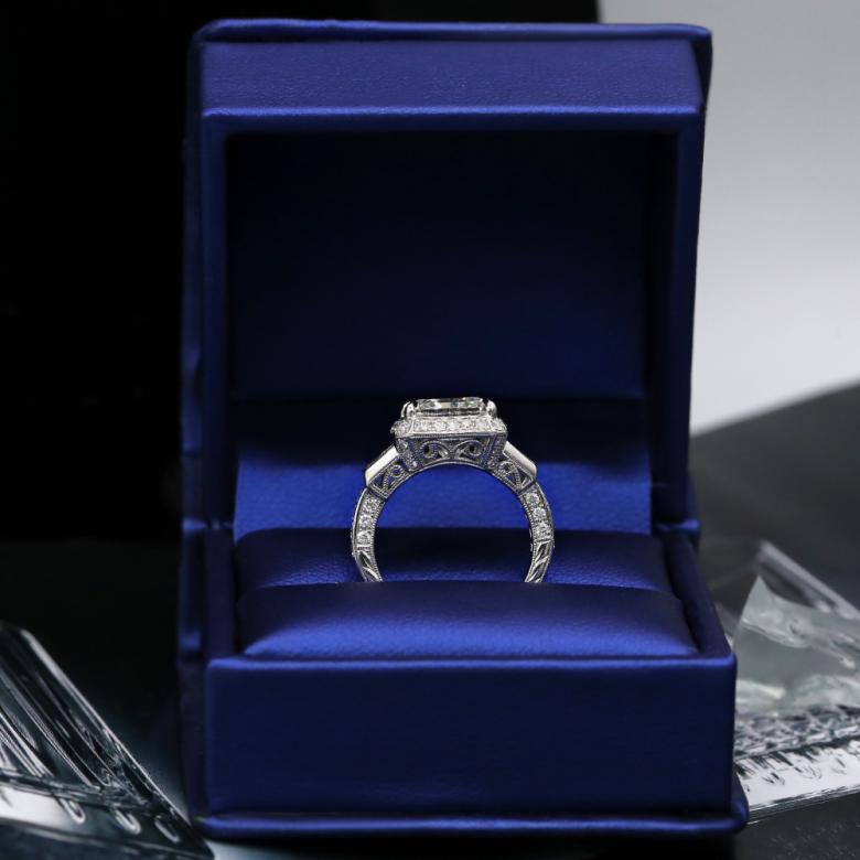 Engagement ring with 6.45