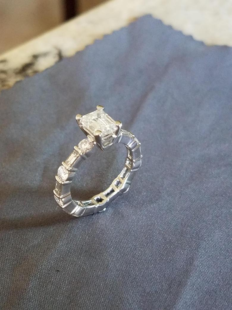 Engagement/wedding ring