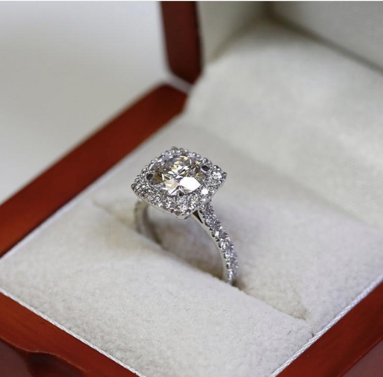 CUSTOMIZED ENGAGEMENT RING 18KT