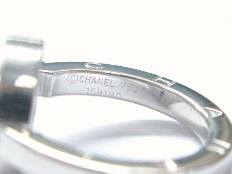 Chanel 18KT NATURAL Round