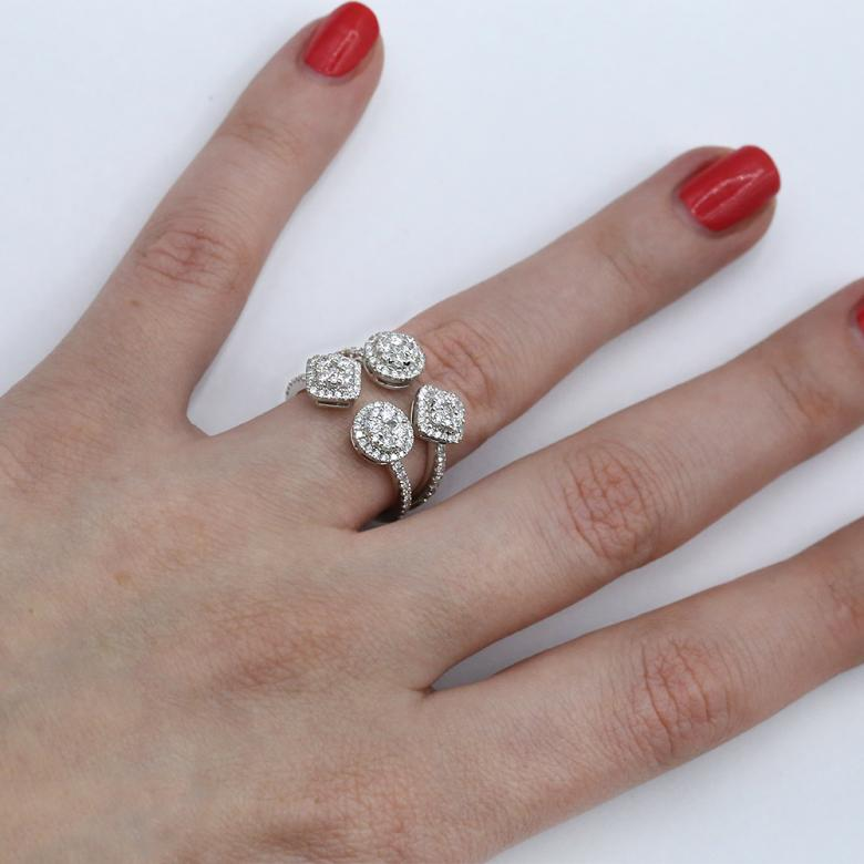 Fashion ring with 1.15ct.