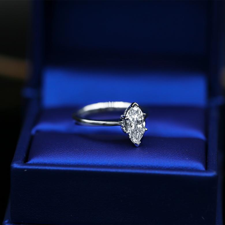 ENGAGEMENT RING WITH 1.03CT