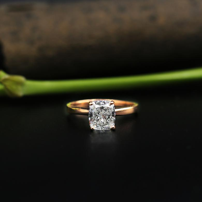 Tiffany style cushion cut