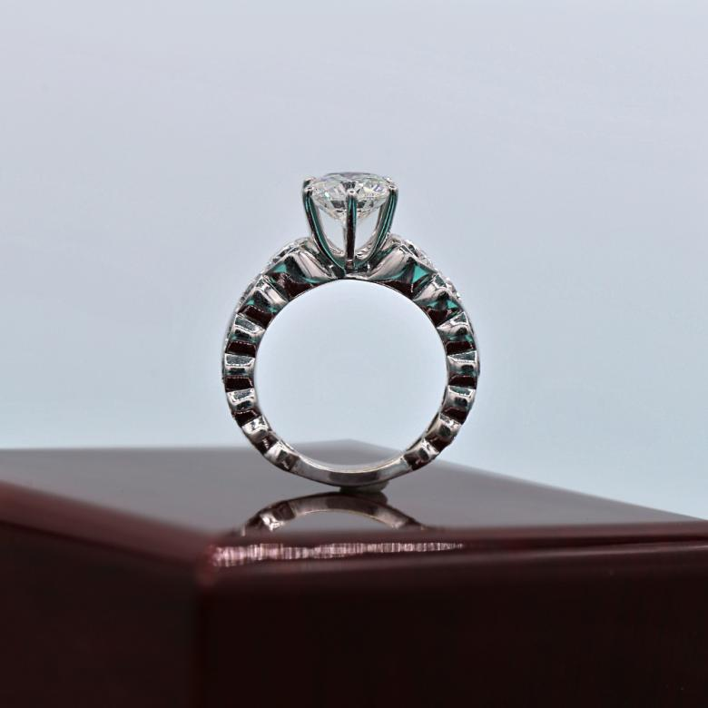 Breathtaking diamond ring with