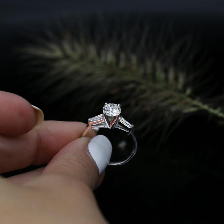 Unique Platinum Engagement Diamond