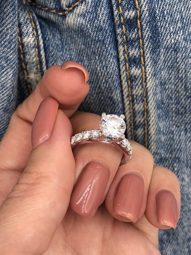 Absolutely gorgeous engagement ring_VIDEO