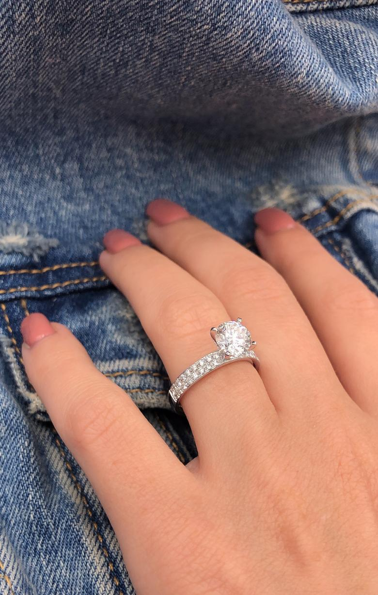 Absolutely gorgeous engagement ring_VIDEO_