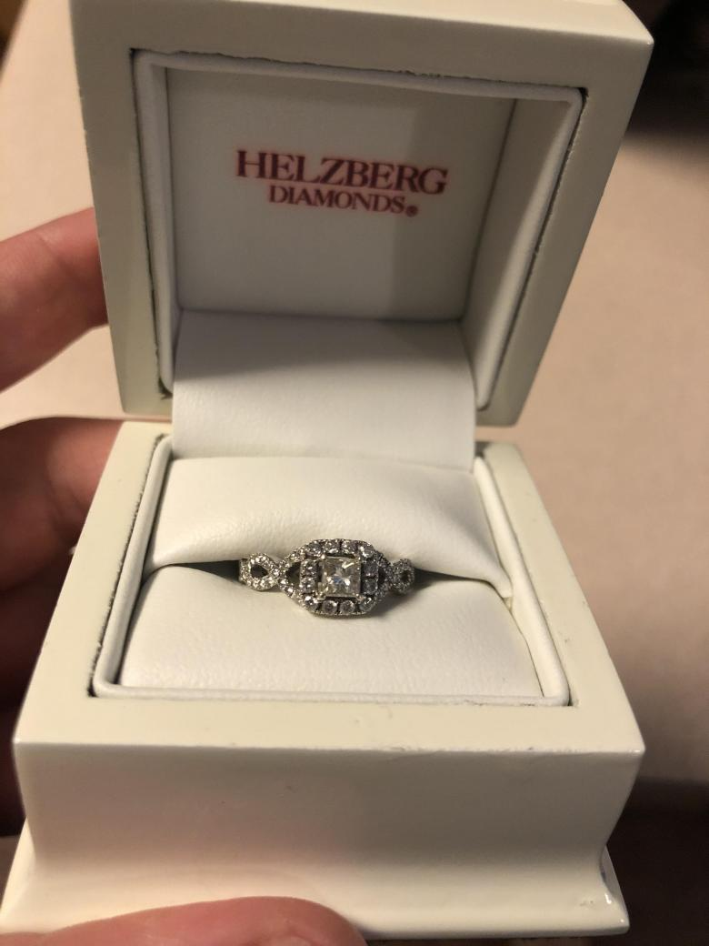 Helzberg Diamonds Near Colorless