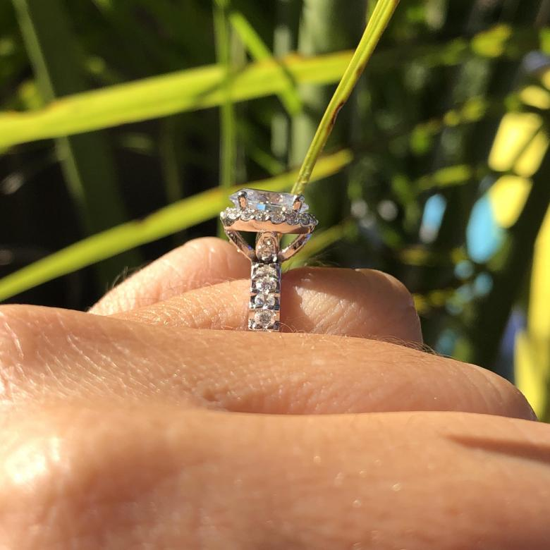 2.00 ct Halo Oval