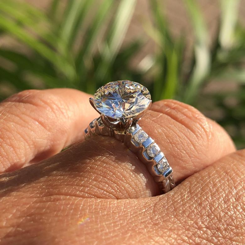 2.30 ct ring Pave