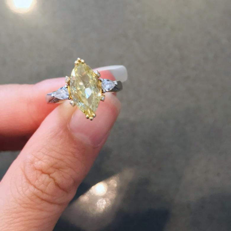 2.42ct Large fancy yellow
