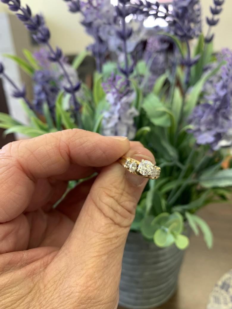 Solitaire with marquise wrap