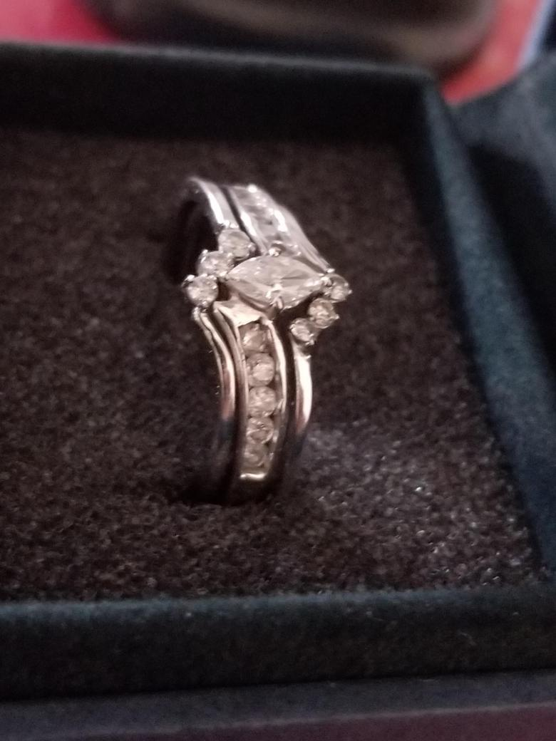 10k white gold Marquise