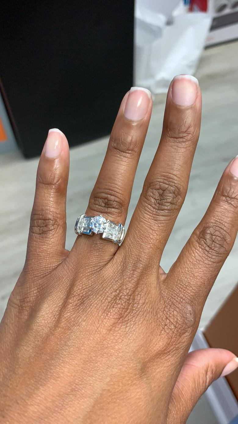 Beautiful 18k white gold