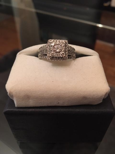 Gorgeous Women's Engagement Ring