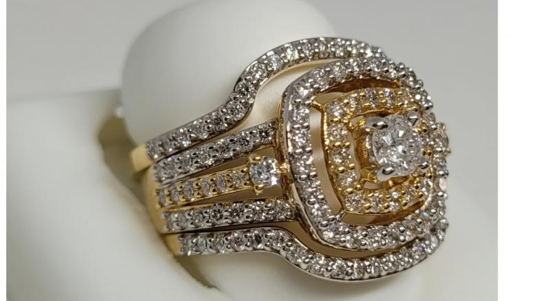 1.90 CT gold sparkling