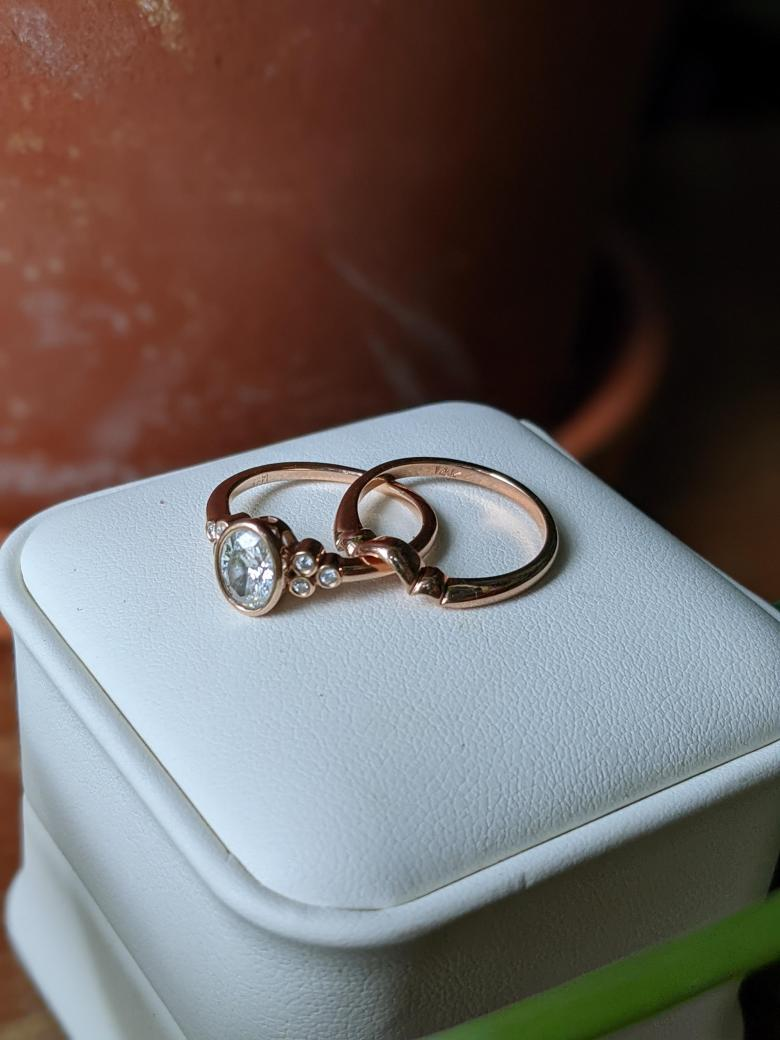 Oval engagement ring and